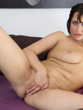 Caroline Carter - Pic 2