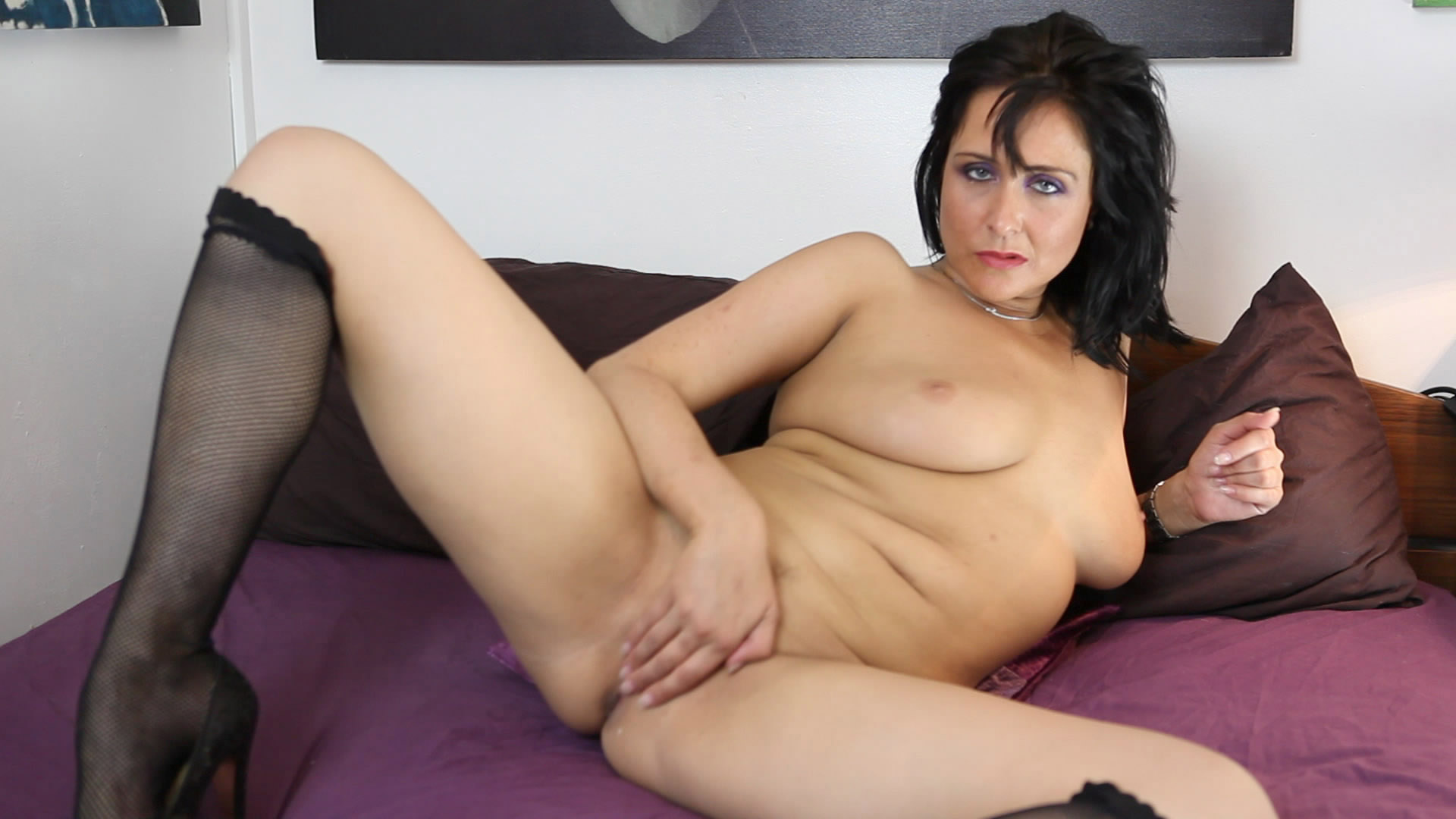Caroline Carter  nackt